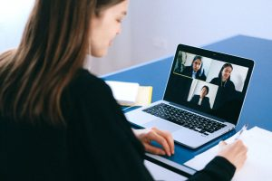 Linkedin : quels avantages de se faire former en ligne ?