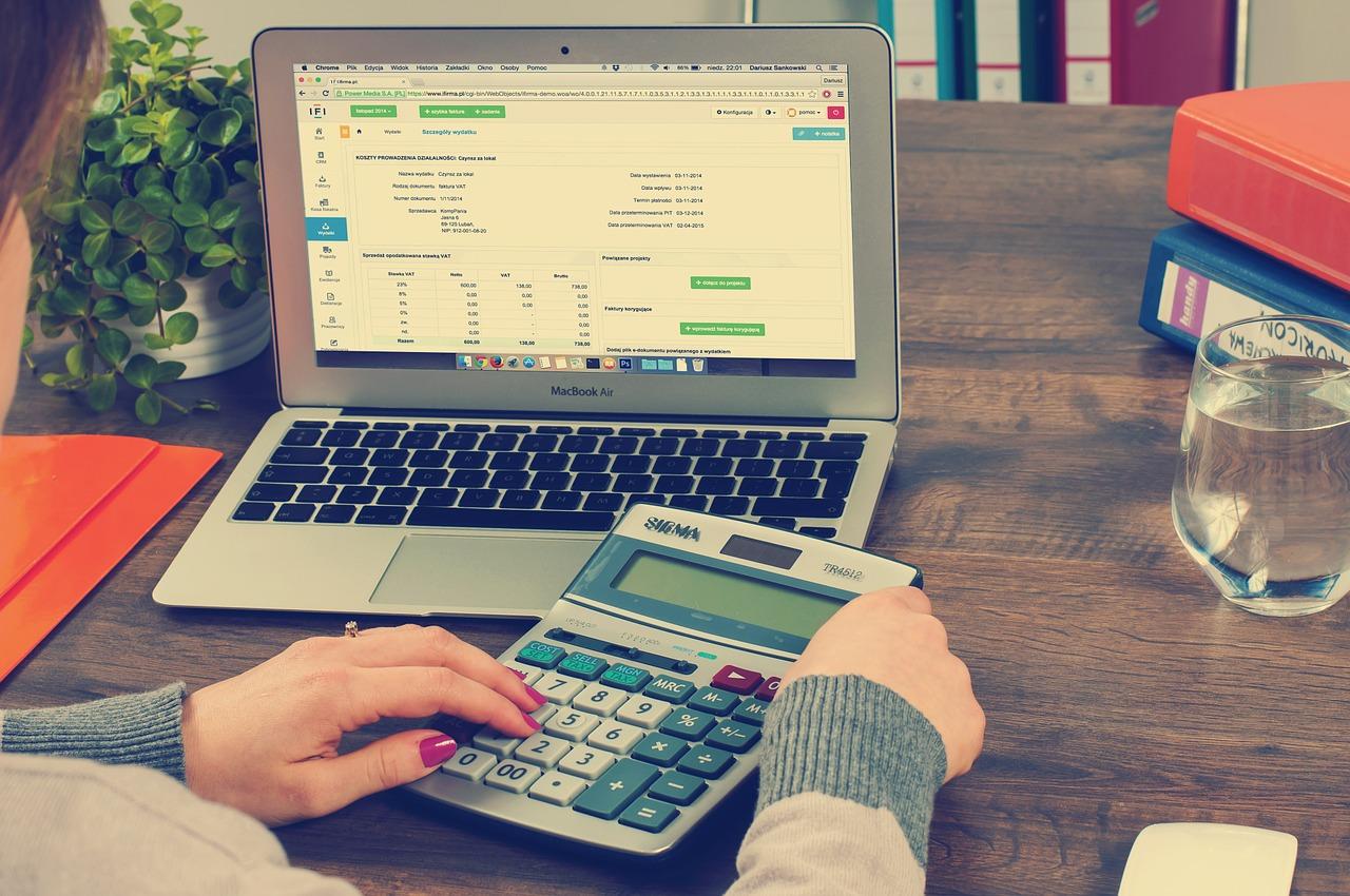 Read more about the article Comment simuler un portage salarial pour connaitre le montant de ses revenus ?
